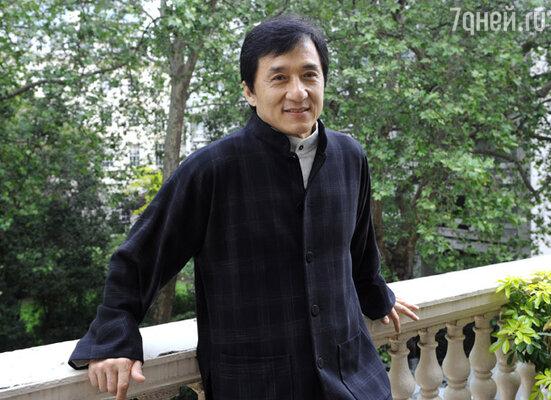 «Я хочу стать азиатским Робертом Де Ниро. А пою на благотворительных мероприятиях и просто ради удовольствия — так и затесался ненароком в поп-звезды. Не всё же мне приемы а-ля Джеки Чан демонстрировать. Надоело драться»