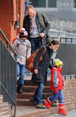 Пол Беттани с семьей