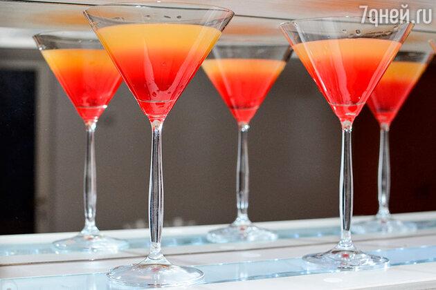 Главный секрет любого слоистого коктейля заключается в правильном подборе ингредиентов и умении их чередовать.
