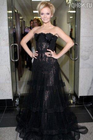 Валерия в платье от Валентина Юдашкина  в 2011 году