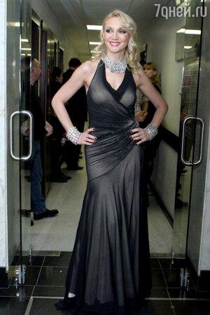 Кристина Орбакайте на шоу Валентина Юдашкина в 2011 году