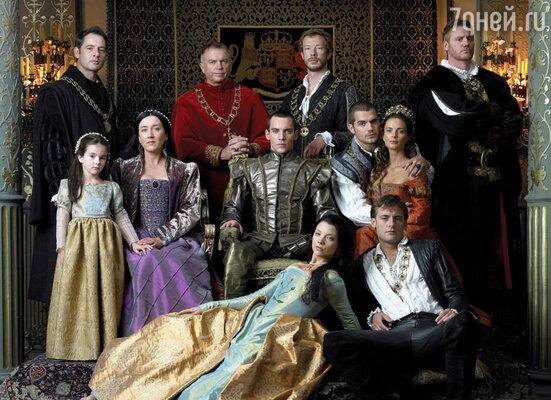 В сериал «Тюдоры» Генри пригласили на роль герцога Саффолка, зятя Генриха VIII. (Генри в среднем ряду, второй справа)
