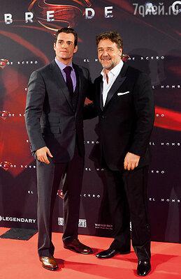 Генри и Рассел Кроу на премьере фильма «Человек из стали». (Мадрид, 2013 г.)