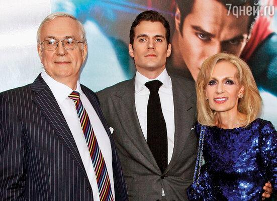 Генри с родителями на премьере фильма «Человек из стали». Нью-Йорк, 2013 г.