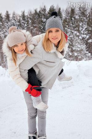 наталья Чистякова-Ионова (Глюк'оZа) с дочерью