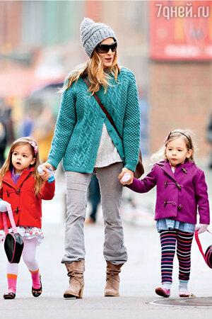 Сара Джессика Паркер на прогулки с дочерьми по Нью-Йорку обычно отправляется в головном уборе