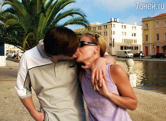 Мы гуляли и целовались прямо на улице. Женька сфотографировал нас