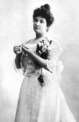 Блестящая оперная певица Нелли Мельба вдохновила Эскофье на создание десерта в свою честь