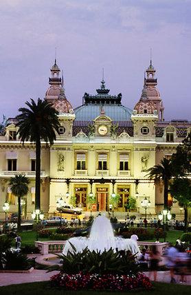Когда Эскофье доехал до Монако, он ахнул. На месте рыбацкой деревушки вырос целый город. На фото: прямо — казино «Монте-Карло»