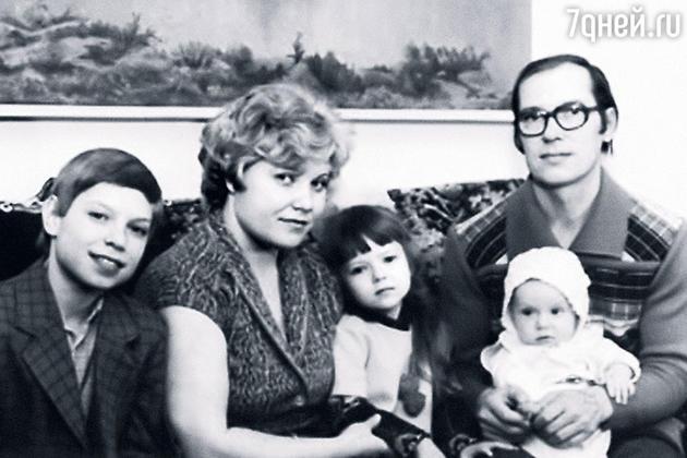 Станислав Савичев со своими родителями, сестрой Олей и братом Кириллом