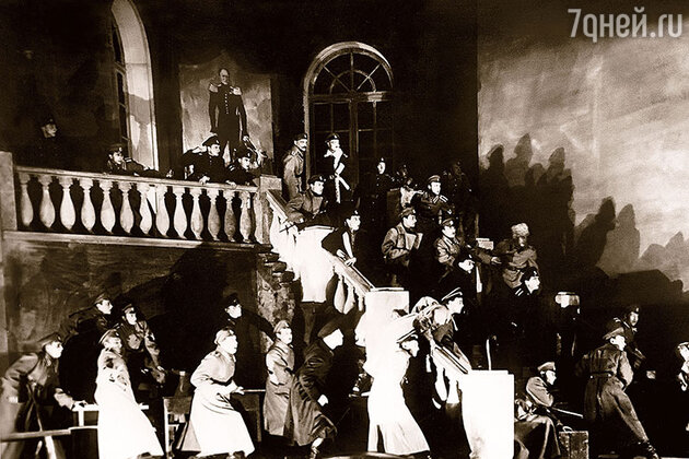 Сцена из спектакля «Дни Турбиных»