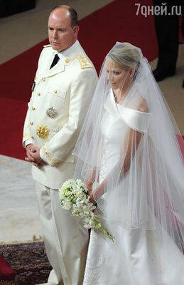 Монакский князь Альбер II всегда предпочитал спортсменок и женился на бывшей пловчихе из ЮАР Шарлин Уиттсток