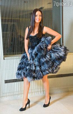 Это платье Оксана приберегает для самых веселых вечеринок в череде новогодних праздников. На Оксане Федоровой платье «Tony Ward»,туфли Rodo
