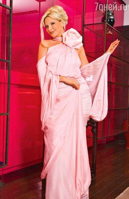На Татьяне Веденеевой платье Emanuel Ungaro