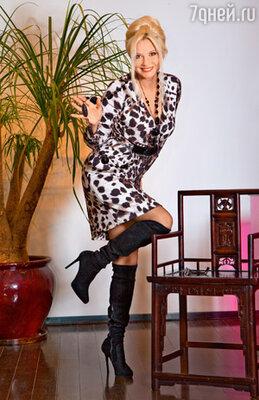 Татьяна Веденеева: «Во время новогодних праздников надо не забывать наряжаться с чувством юмора». На Татьяне Веденеевой платье Emanuel Ungaro