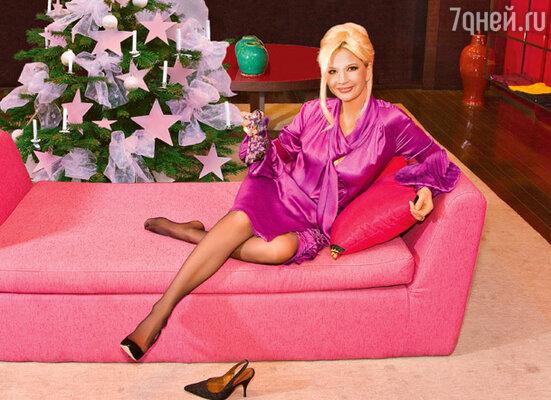 «Не понимаю тех женщин, которые готовы блеском платья затмить собственную индивидуальность! Никогда не создам себе подобной конкуренции!» На Татьяне Веденеевой платье Emanuel Ungaro