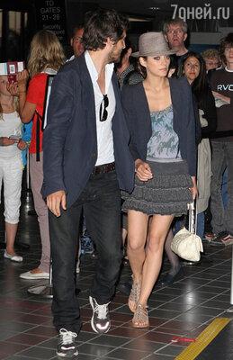 С бойфрендом Гийомом Кане, французским актером ирежиссером, Марион вместе с 2003 года