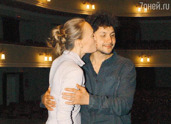 Ольга Ломоносова поздравляет мужа Павла Сафонова