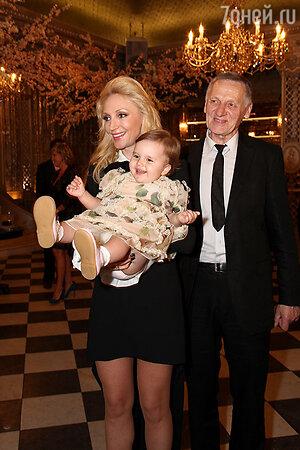 Миколас Орбакас с дочерью Кристиной Орбакайте и внучкой Клавой Земцовой