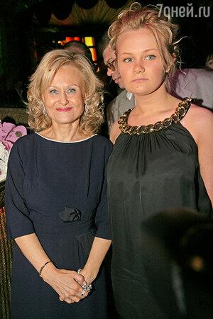 Дарья Донцова с дочерью Машей
