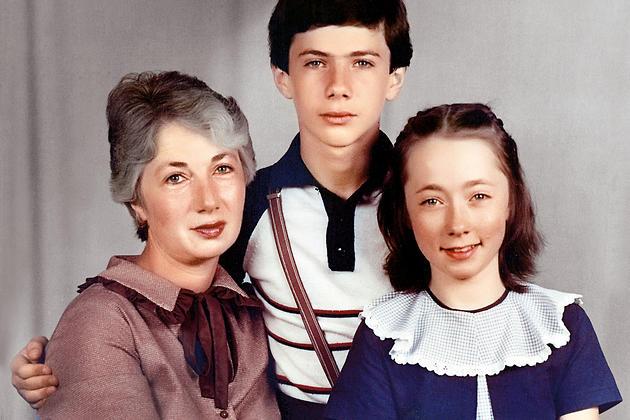 Софья Кругликова с матерью и братом