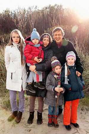 Михаил Ефремов с женой и детьми