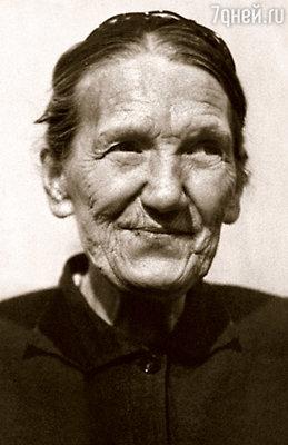 С восьми лет меня растила бабушка Ефросинья Андриановна