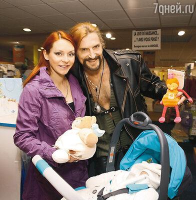 Никита Джигурда с женой Мариной Анисиной и сыном Миком-Анжелем