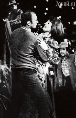 С Татьяной Ожиговой (второй женой артиста) в спектакле «Орфей спускается в ад» Омского театра драмы