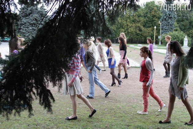 Толпа зомби возле МГУ. Кадр из сериала  «Выжить после»