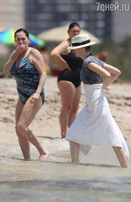 С мамой Кэтлин наотдыхе вМайами-Бич вскоре после изнурительных съемок в «Отверженных»