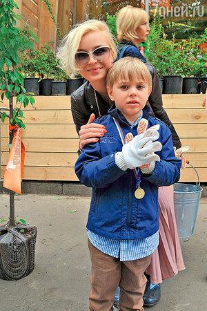 Полина Гагарина с сыном Андреем