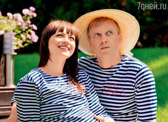 Сергей Светлаков и Антонина Чеботарева тайно поженились впосольстве Российской Федерации в Риге