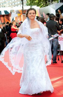 Мария Голубкина появилась накрасной дорожке Московского кинофестиваля в подвенечном платье, но была ли свадьба?