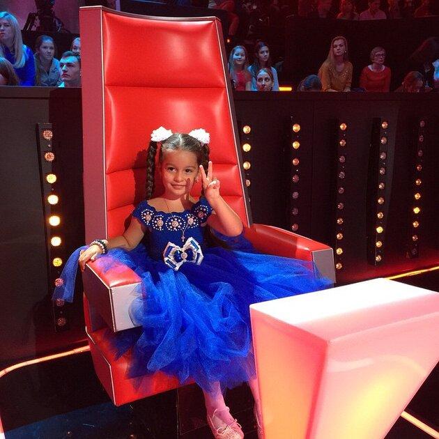 Дочь Ксении Бородиной побывала на съемках детского «Голоса»