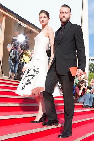 Даниил Сергеев и Анна Чиповская в платье от Maison Bohemique