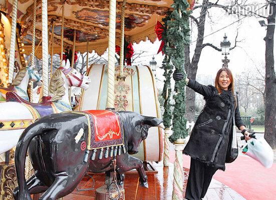 Вернувшись в Москву, Анита привезла с собой для праздничных концертов новые костюмы