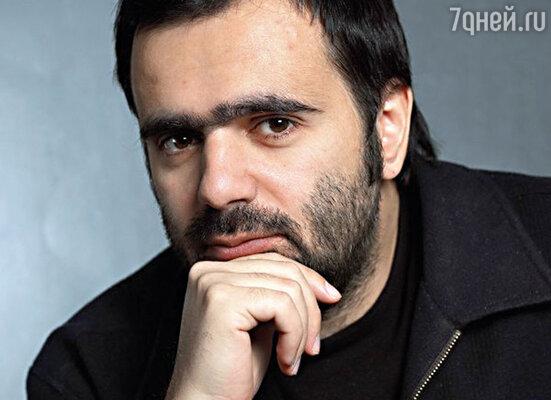 Василий Черный, директор по развитию новых медиа издательства «Семь дней», получил премию в номинации «Электронные СМИ. Интернет-СМИ»