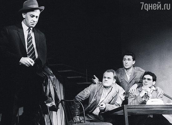 Петр Щербаков в спектакле «Четвертый». (Слева направо: Е. Евстигнеев, П. Щербаков, И. Кваша и В. Заманский)