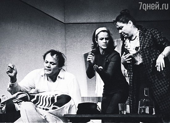 Хотя я не сразу полюбила Щербакова как мужчину, его талант оценила очень скоро. (спектакль «Провинциальные анекдоты», П. Щербаков с М. Нееловой и Г. Волчек)