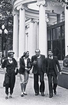 Щербаков был парторгом театра и очень многое сделал для «Современника». (Петр Иванович с Мариной Нееловой и Игорем Квашой)