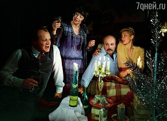 Петя много играл в театре и часто снимался. (Кадр из фильма «Старый новый год», П. Щербаков с Е. Ханаевой, А. Калягиным и И. Мирошниченко)