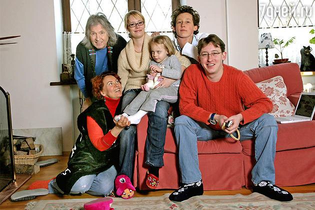Вячеслав Малежик с женой Татьяной, сыновьями Иваном и Никитой, невесткой Ольгой и внучкой Лизой