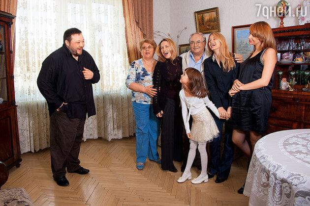 Всеволод Шиловский с женой, невестками, сыновьями и внучками
