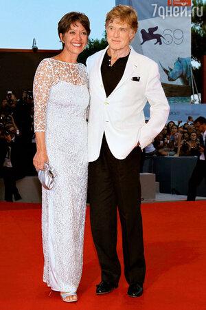 Роберт Редфорд с супругой Сибиллой на кинофестивале в Венеции. 2012 год
