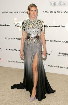 Год 2011-й — на афтепати на Хайди шикарное и одновременно замысловатое серо-черное платье со шлейфом и разрезом от бедра. «Я решила быть немного более вызывающей в этом году, поэтому выбрала платье Julien Macdonald для вечеринки Элтона Джона после «Оскара»