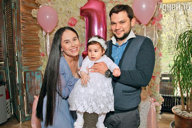 Илана Юрьева с мужем, бизнесменом Дмитрием Дылдиным, и дочкой Дианой