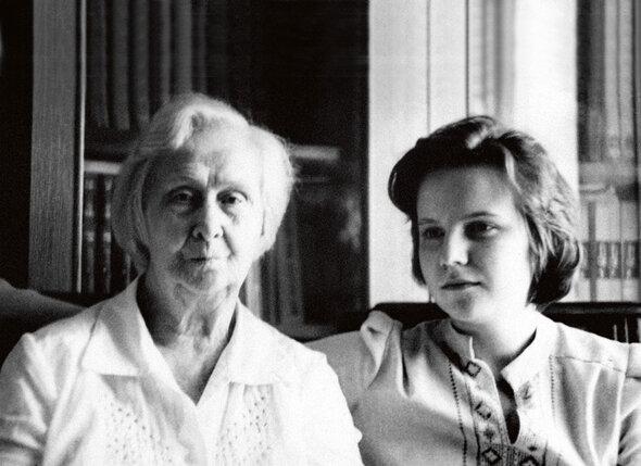 С бабушкой Зоей Михайловной. 1981 г.