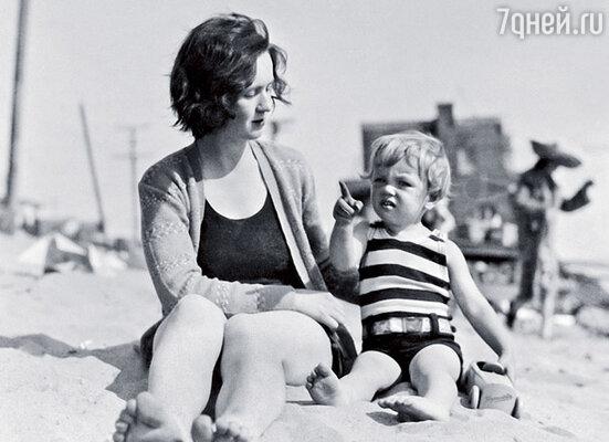 Глэдис, мать Мэрилин, так никогда и не призналась дочери, кто ее настоящий отец