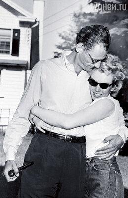 Ради этого брака Миллер бросил жену и двоих детей, а Мэрилин приняла иудаизм и решила покончить с образом секс-символа